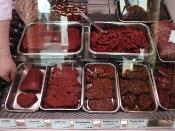 Carne de caballo mostrada en una carnicería