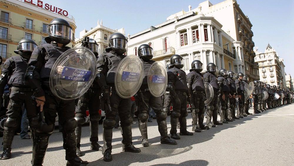 Los antidisturbios de los Mossos d'Esquadra llevarán un código de identificación a la espalda