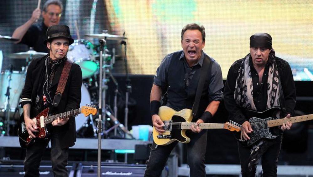 El cantante estadounidense Bruce Springsteen durante el concierto en Gijón