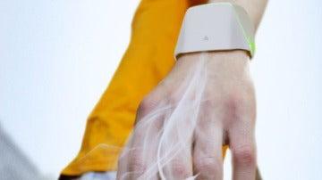 Una pulsera anticontaminación que purifica el aire