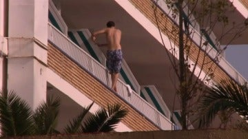 El balconing, una práctica muy peligrosa que se incrementa con el consumo de alcohol