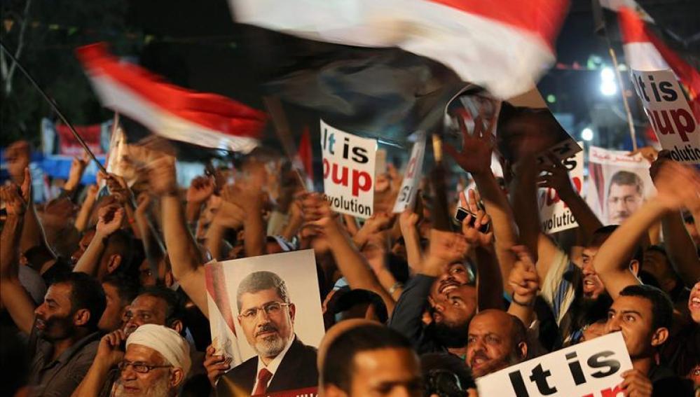 Partidarios de los hermanos musulmanes en defensa de Mohamed Mursi