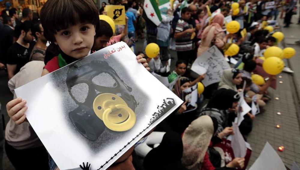 Refugiados sirios protestan ante la embajada en Turquía