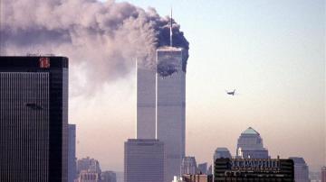 Las Torres Gemelas después del impacto de uno de los aviones secuestrados por la banda terrorista Al Qaeda el 11 de septiembre de 2001