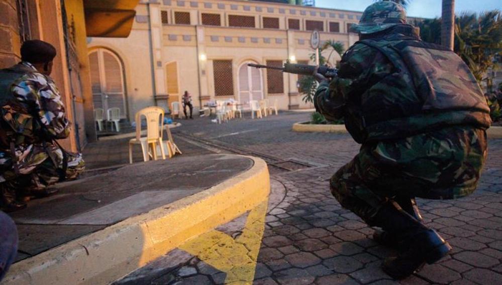 Las fuerzas de seguridad actúan en los alrededores del centro comercial keniata