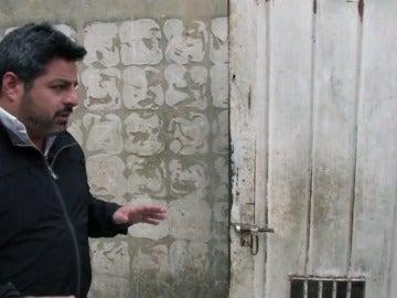Jalis visita los baños de la cárcel Modelo de Colombia
