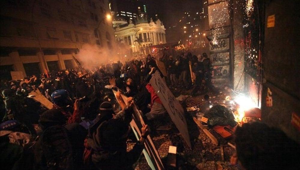 Violentos enfrentamientos en Río de Janeiro.