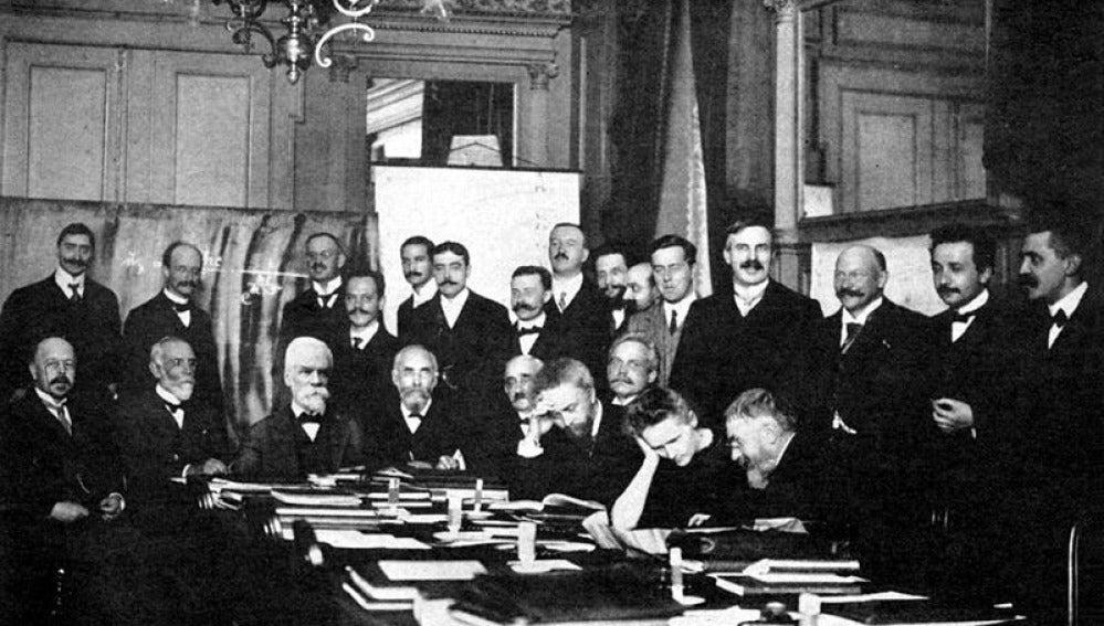 Foto de grupo de la Conferencia Solvay de 1911