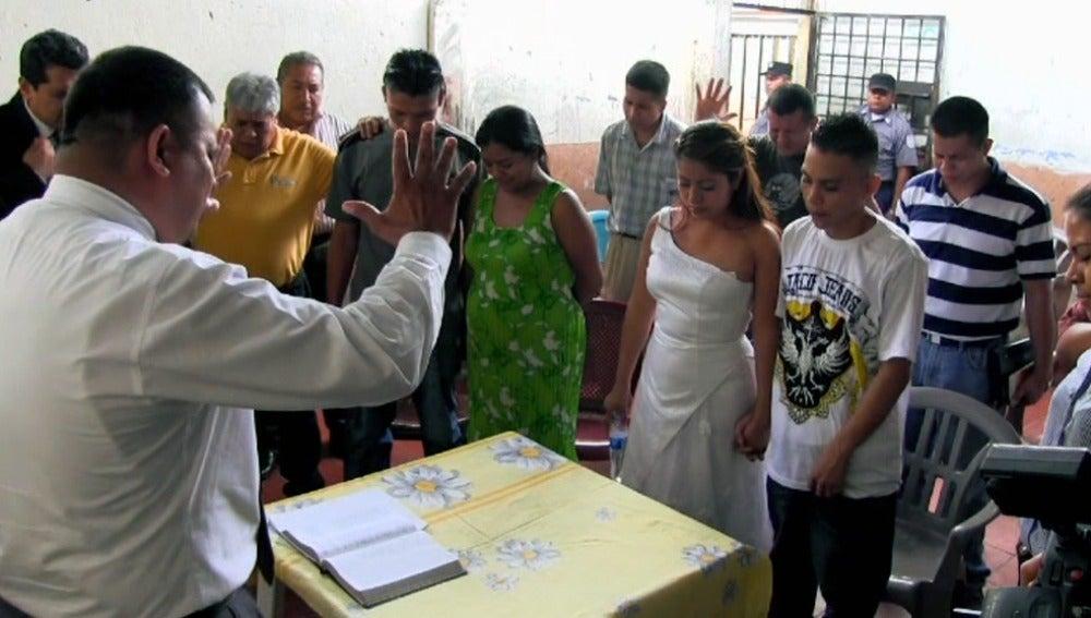 Boda múltiple en la cárcel de Cojutepeque