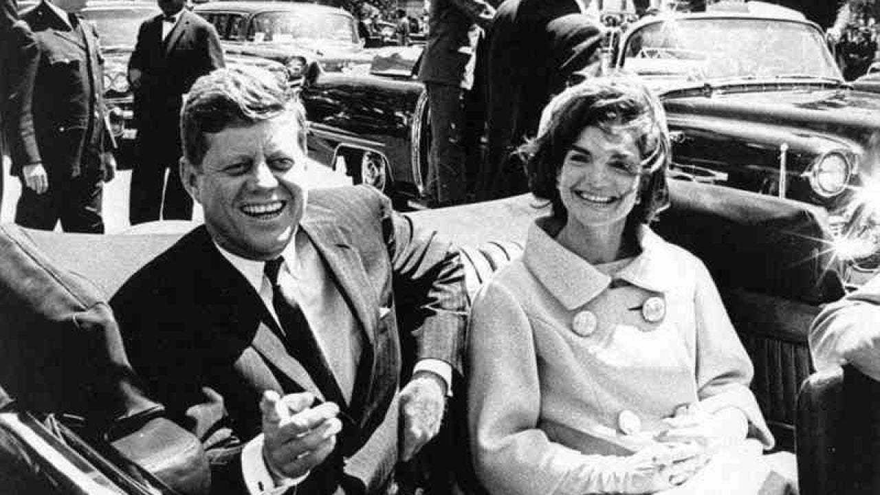 El presidente de EEUU John Kennedy y su esposa