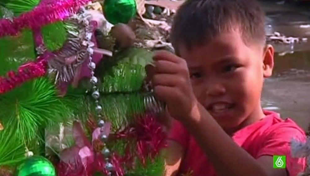 Los niños en Filipinas vuelven a tener ilusión gracias a la Navidad