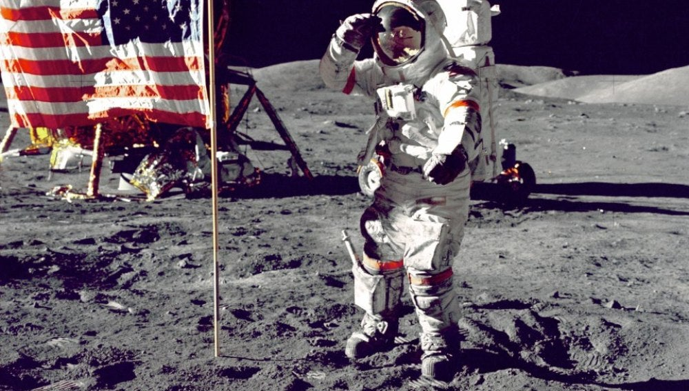 Neil Armstrong y el saludo castrense en la Luna