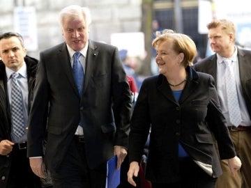 Horst Seehofer y la canciller alemana, Angela Merkel