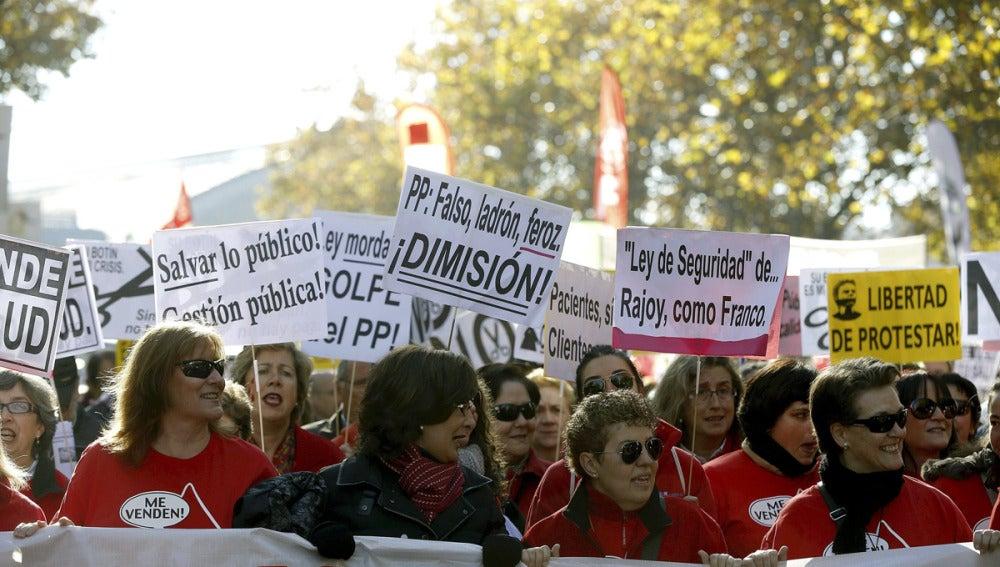 La marea roja protesta en Madrid