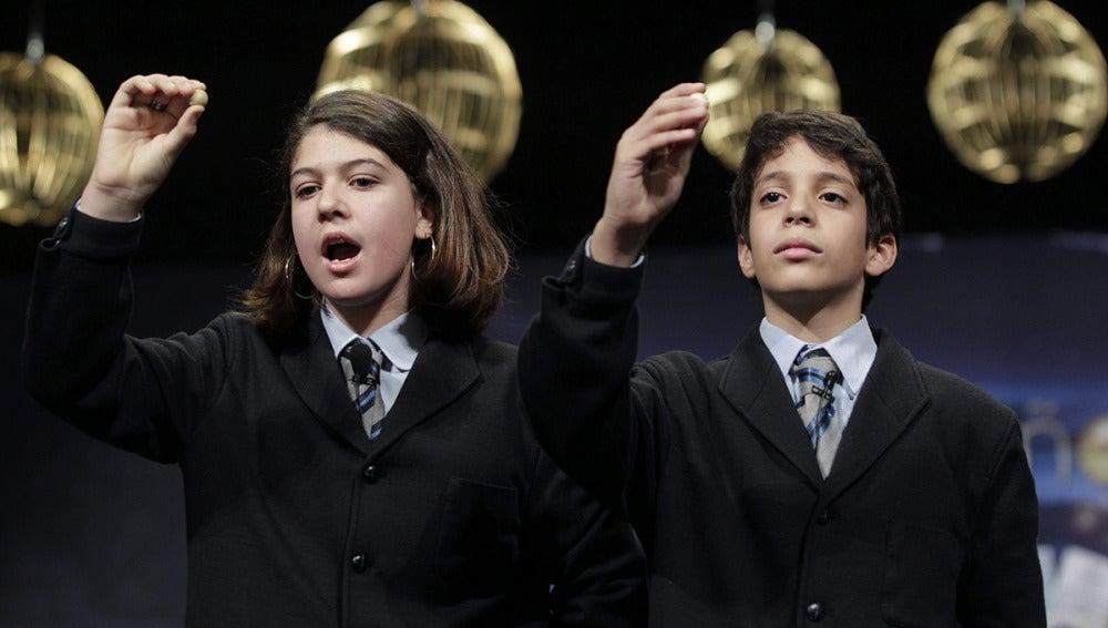 Los niños del Colegio de San Ildefonso, Andrea Ladrón de Guevara y Joel Fernández Godos