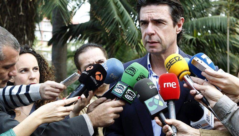 El ministro Soria abre la posibilidad de convocar subastas eléctricas mensuales