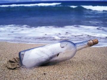 Un mensaje en una botella en una imagen de archivo
