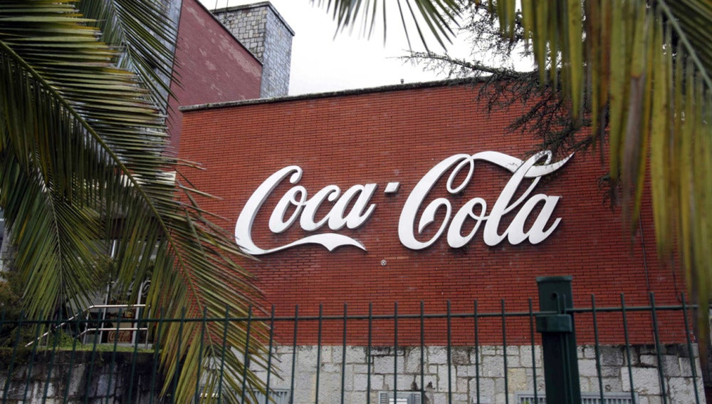 Factoría de Asturbega en Colloto, una de las plantas que Coca-Cola Iberian Partners plantea cerrar con motivo del ERE