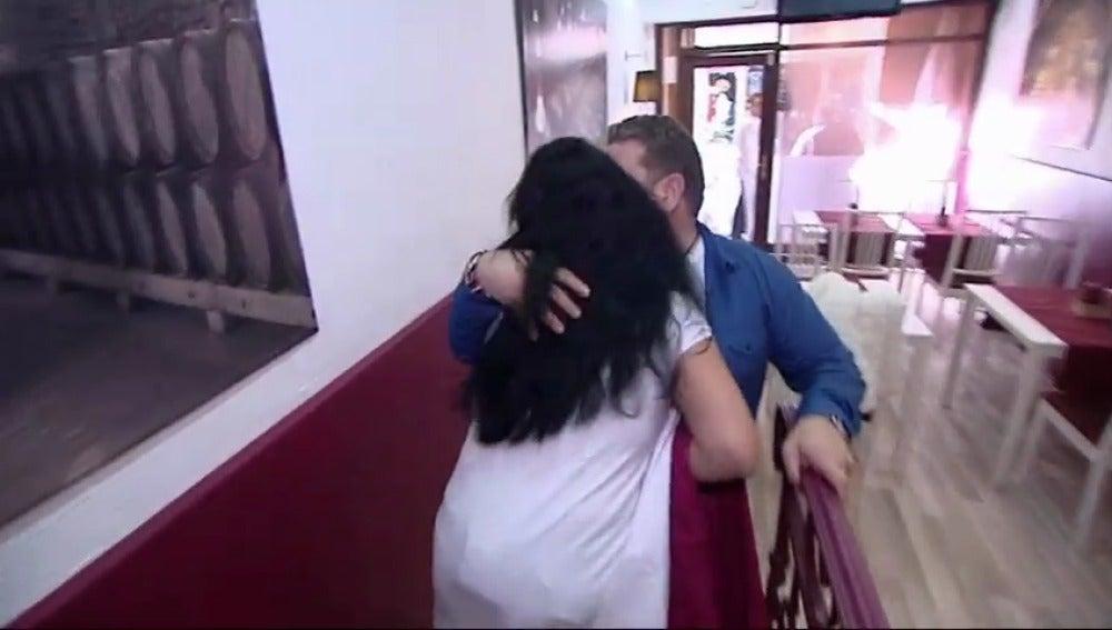 Cristina besa a Chicote