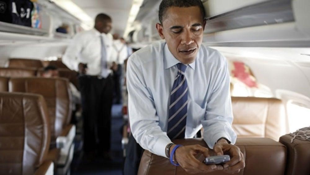 Imagen del presidente de EEUU con su 'smartphone'