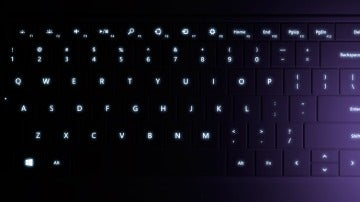 Los dos teclados tienen retroiluminados