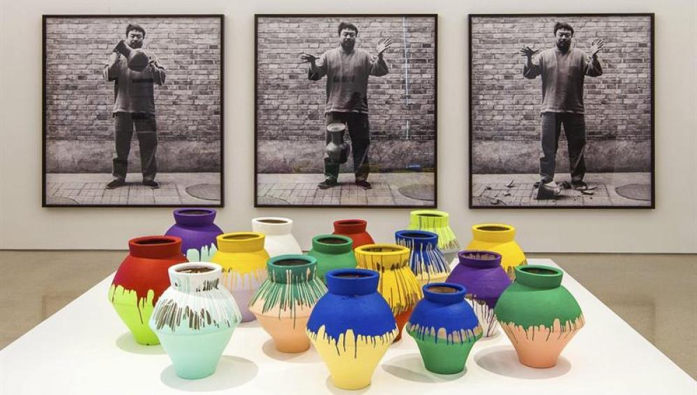 Un artista rompe un jarrón de Ai Weiwie valorado en  un millón de dólares