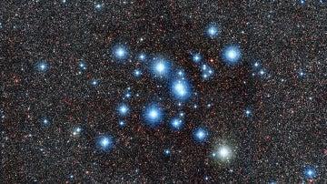 Imagen tomada por el instrumento WFI donde se ve el brillante cúmulo estelar Messier 7