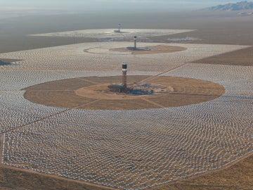 La mayor planta termosolar del mundo, desierto de Mojave, California