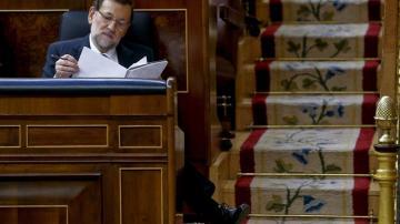 Mariano Rajoy en su escaño del Congreso