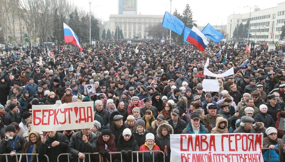 Choques entre prorrusos y europeístas en el este de Ucrania
