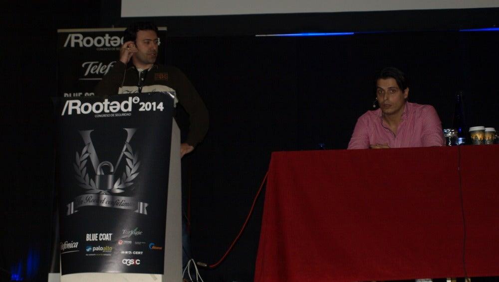 Pablo y Jaime, durante su ponencia en la Rooted CON 2014