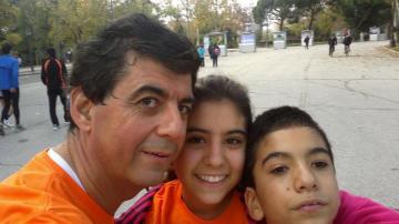 Luis, su hermana y su padre