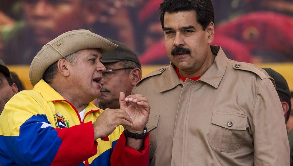 Nicolás Maduro acompañado del presidente de la Asmablea Nacional, Diosdado Cabello