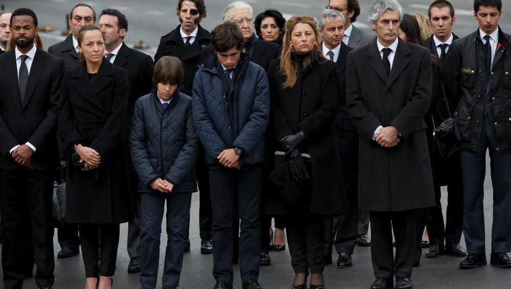 La familia acompaña el féretro de Adolfo Suárez