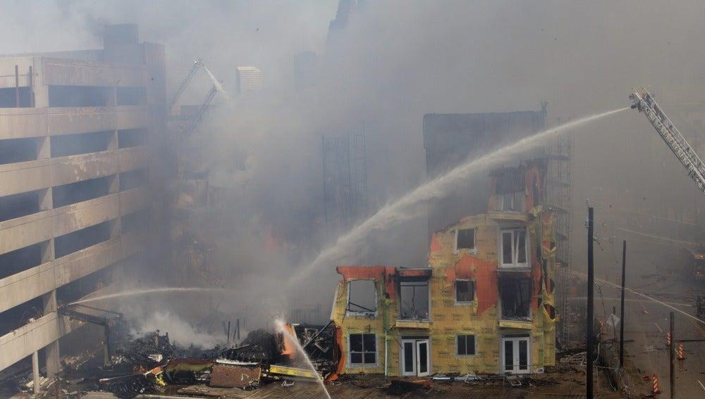Rescate agónico en un edificio en llamas de Houston