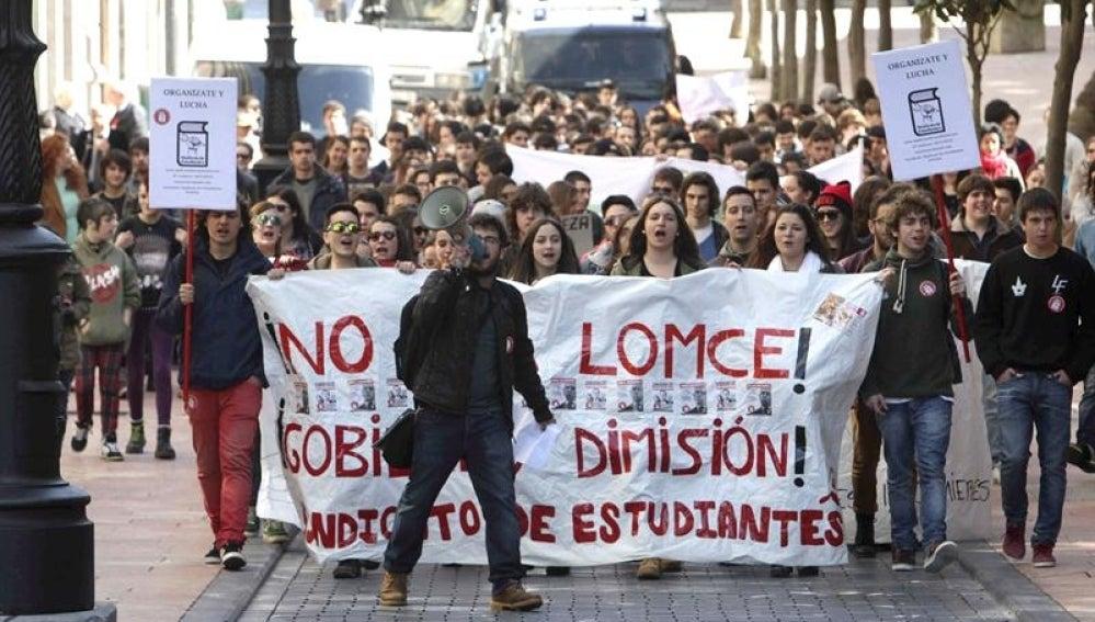 Manifestación por el centro de Oviedo convocada por el Sindicato de Estudiantes