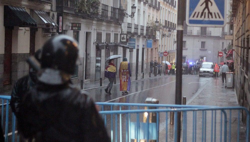 La Policía impide a la coordinadora 25S manifestarse contra la monarquía