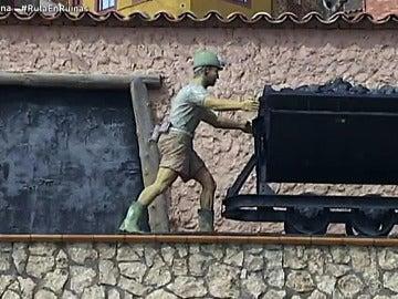 Escultura de un minero en Ariño