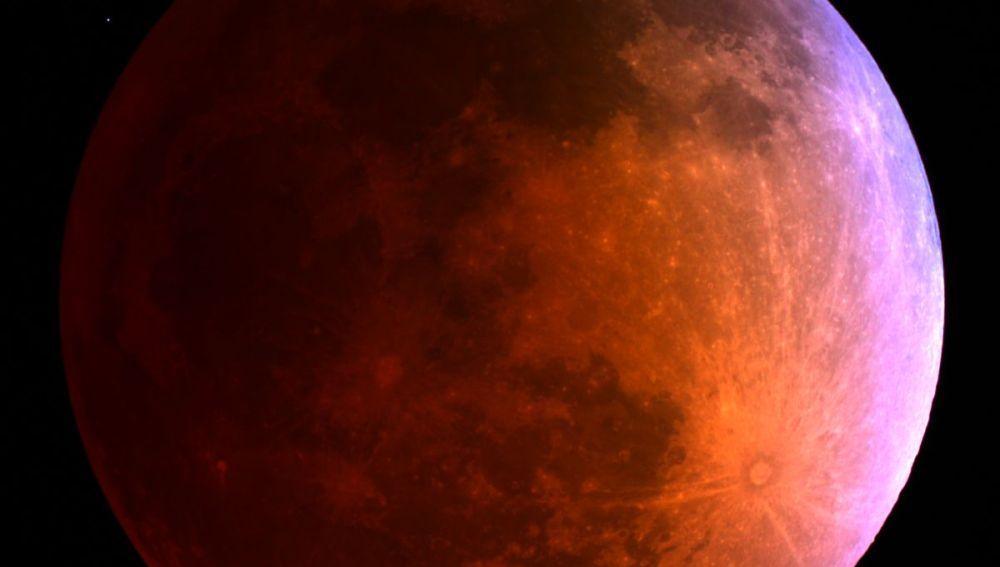La Luna roja tras el eclipse