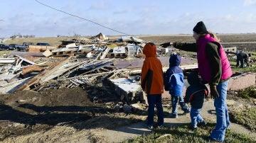 El Servicio de Emergencia de Arkansas informó de la muerte de once personas por el tornado