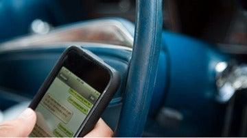 El riesgo de usar whatsapp al volante