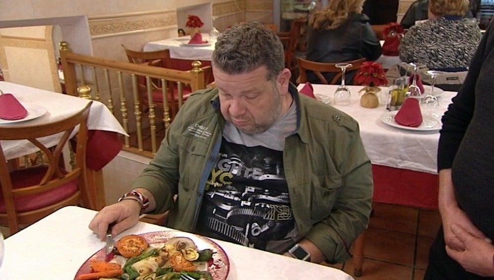 Alberto Chicote prueba la parrillada de verduras de 'El puerto'