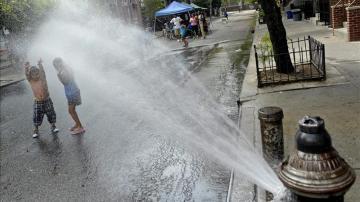 Un aumento de las temperaturas de casi 1,1 grados celsius en el último siglo ha provocado que las olas de calor sean cada vez más comunes