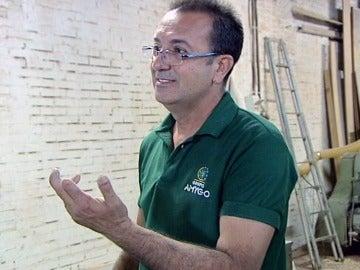José, carpintero del Grupo Amygo