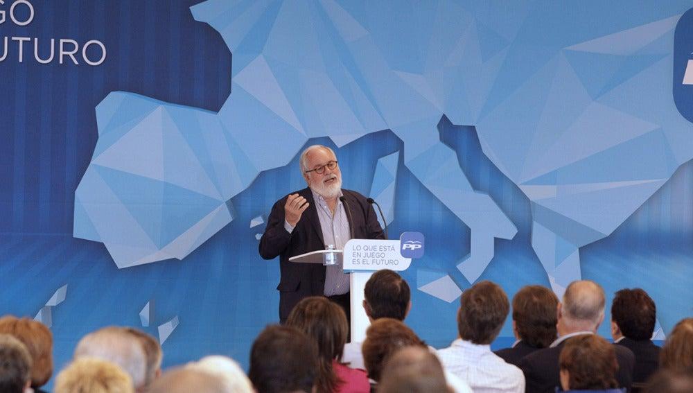 El candidato del PP al Parlamento Europeo, Miguel Arias Cañete, durante su intervención