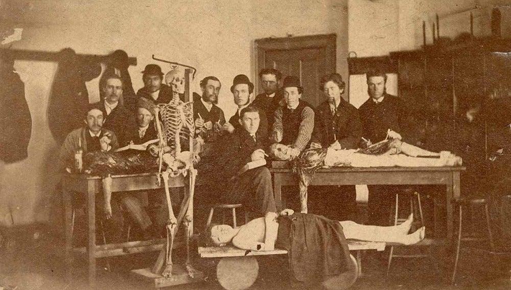 TECNOXPLORA | La anatomía se estudia con el profesor cadáver