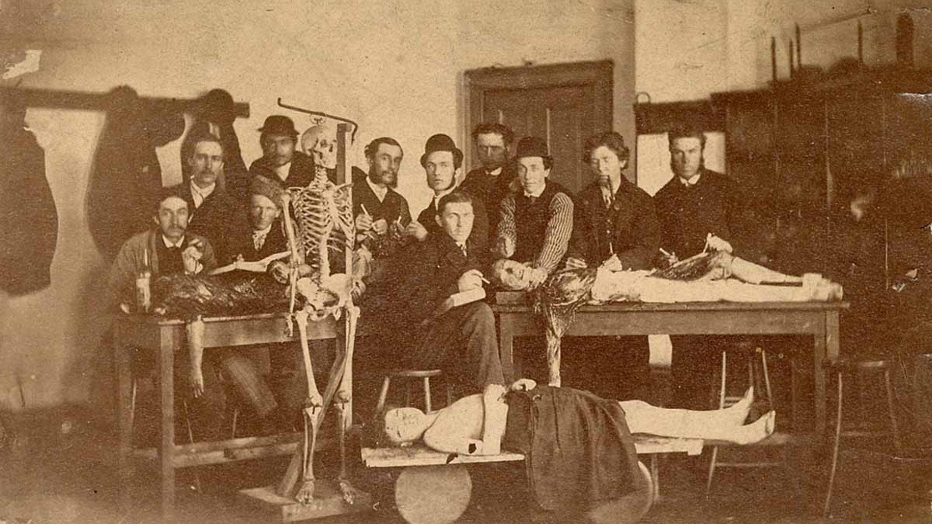 """""""Clases de anatomía"""" 1910"""