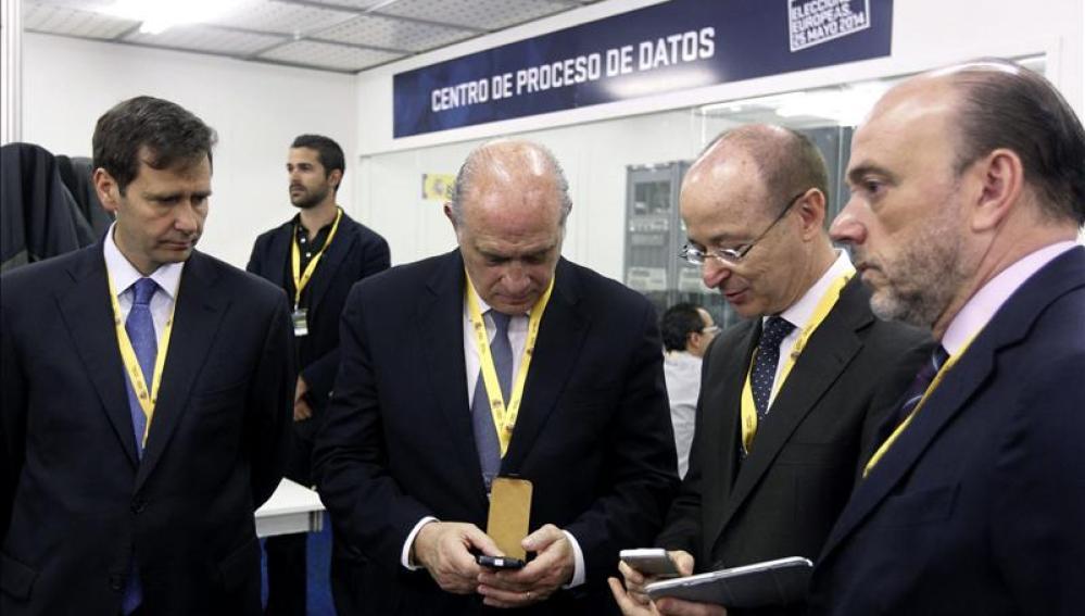 El ministro del Interior visita el centro de datos de las elecciones europeas