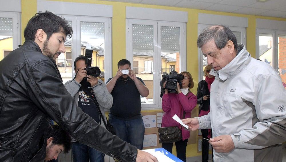 El cabeza de lista de UPyD , Francisco Sosa Wagner, ha ejercido su derecho al voto