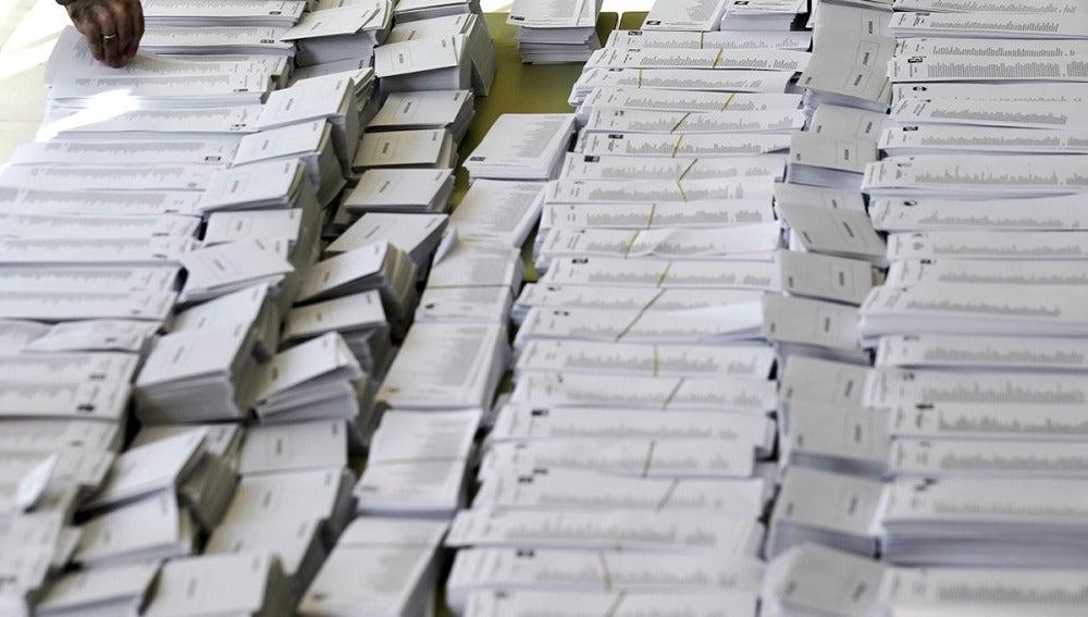 Papeletas electorales con las diferentes diferentes candidaturas preparadas